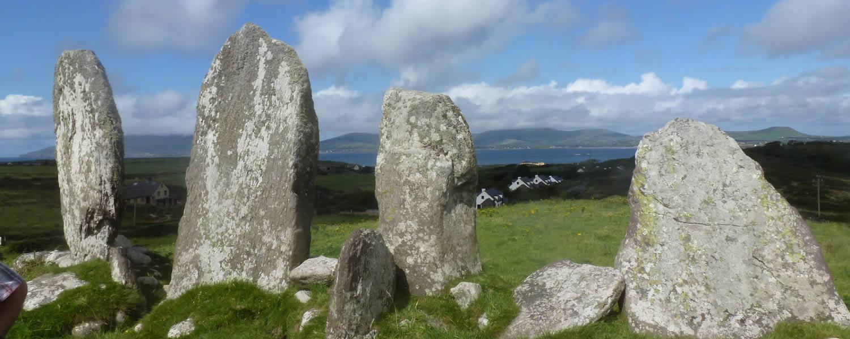 """Wanderferien, irisch-keltische Geschichte, Singleferien, irische Tänze und Gesänge, """"Storytelling"""", Sprachkurse, Korbflechten und archäologische Führungen"""